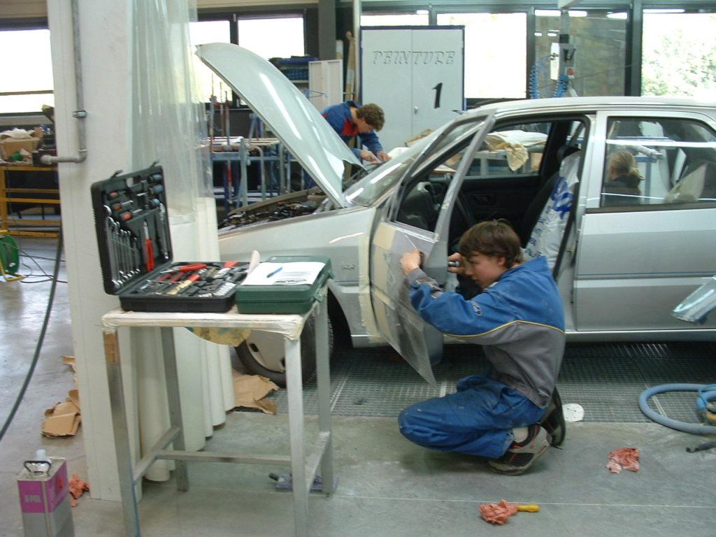 Réparation carrosserie remontage porte
