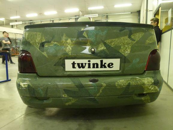 Vue arrière du projet TWINKE. Mix d'une moto avec une twingo.