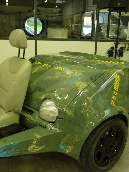 Vue partie arrière (coffre) du projet Twinke réalisé par le CFA de la carrosserie - Mix d'une moto et d'une twingo.